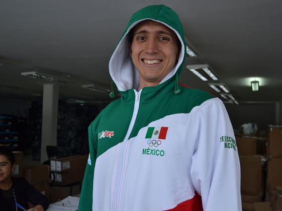 Se entregaron uniformes a nuestros deportistas rumbo a Toronto 2015